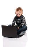 Muchacho con la computadora portátil Imagen de archivo