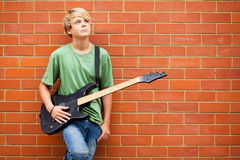 Muchacho con la guitarra Imagenes de archivo
