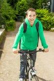 muchacho con la mochila en una bicicleta Fotografía de archivo libre de regalías