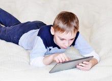 Muchacho con la tableta Fotografía de archivo