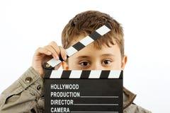 Muchacho con la tarjeta de chapaleta de la película fotografía de archivo