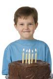 Muchacho con la torta de cumpleaños Imágenes de archivo libres de regalías