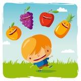 Muchacho con las frutas divertidas Imagen de archivo libre de regalías