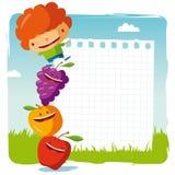 Muchacho con las frutas divertidas Fotografía de archivo libre de regalías