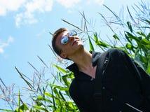 Muchacho con las gafas de sol. Fotos de archivo