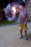 Muchacho con las galletas del fuego Imagen de archivo