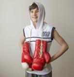 Muchacho con los guantes de boxeo Fotografía de archivo libre de regalías