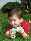 Muchacho con los huevos 14 Imagen de archivo libre de regalías