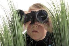 Muchacho con los prismáticos Imagen de archivo