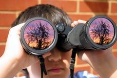 Muchacho con los prismáticos Fotografía de archivo libre de regalías