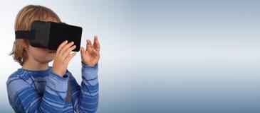 Muchacho con los vidrios de realidad virtual Imagenes de archivo