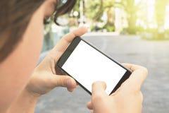 Muchacho con smartphone en la calle Imagen de archivo
