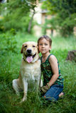 Muchacho con su perro fotografía de archivo libre de regalías