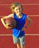 Muchacho con un baloncesto al aire libre Fotografía de archivo