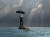 Hombre con un paraguas en la inundación