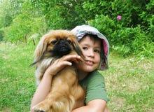 Muchacho con un perro foto de archivo libre de regalías