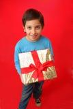 Muchacho con un regalo de la Navidad Imagenes de archivo