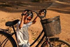 Muchacho con una bicicleta Fotos de archivo