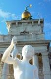 Muchacho con una rana, estatua Imagen de archivo libre de regalías