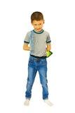 Muchacho con una tableta con una mirada astuta Foto de archivo libre de regalías