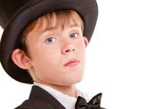 Muchacho confiado en desgaste formal con el sombrero de copa Fotos de archivo