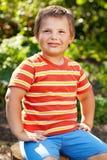 Muchacho confidente en la camisa rayada Foto de archivo libre de regalías