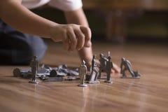 Muchacho cosechado con Toy Soldiers On Floor Imagen de archivo libre de regalías