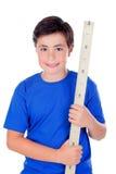 Muchacho de diez años con un metro de madera Fotos de archivo libres de regalías