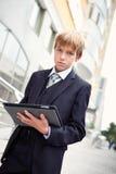 Muchacho de escuela con la tablilla electrónica Fotografía de archivo
