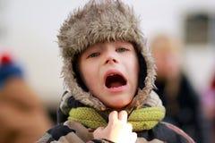 Muchacho de grito afuera Foto de archivo libre de regalías