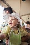 Muchacho de And His Baby del padre que goza pasando el tiempo junto Imagen de archivo libre de regalías