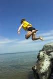 Muchacho de Jumpimng Foto de archivo libre de regalías