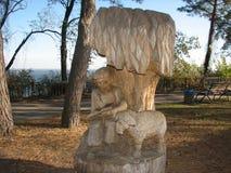 Muchacho de la escultura con el cordero Fotografía de archivo libre de regalías