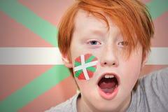 Muchacho de la fan del pelirrojo con la bandera de país basque pintada en su cara Fotografía de archivo