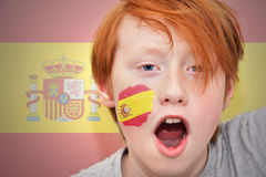 Muchacho de la fan del pelirrojo con la bandera española pintada en su cara Foto de archivo libre de regalías