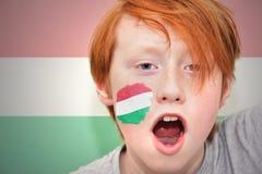 Muchacho de la fan del pelirrojo con la bandera húngara pintada en su cara Fotos de archivo libres de regalías