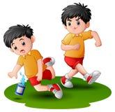 Muchacho de la historieta que golpea otros con el pie pierna del niño ilustración del vector