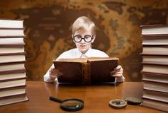 Muchacho de la lectura Foto de archivo libre de regalías