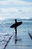 Muchacho de la persona que practica surf Fotografía de archivo