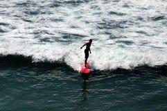 Muchacho de la persona que practica surf de California fotos de archivo