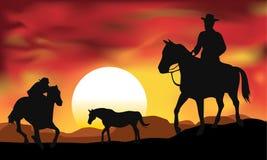 Muchacho de la vaca con puesta del sol Fotografía de archivo libre de regalías