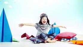 Muchacho de risa lindo como piloto Foto de archivo libre de regalías