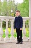Muchacho de seis años en un paseo Foto de archivo libre de regalías