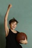 Muchacho de Teeb con la bola del baloncesto Fotografía de archivo