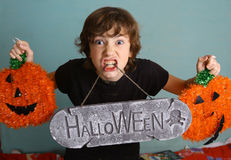 Muchacho del adolescente con la decoración de Halloween Fotografía de archivo libre de regalías