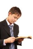 Muchacho del adolescente con un libro abierto Foto de archivo libre de regalías