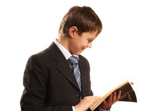Muchacho del adolescente con un libro abierto Imagen de archivo