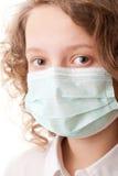 Muchacho del adolescente en máscara quirúrgica Foto de archivo