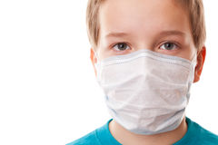Muchacho del adolescente en máscara quirúrgica Imagen de archivo