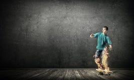 Muchacho del adolescente en patín Foto de archivo libre de regalías